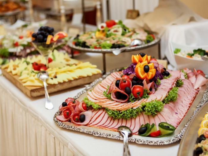 """Buffet """"Subliem"""" ALL-IN (Vanaf 4 pers.) (Waarborg 10€/pp) Buffet bestaande uit Buffet schotels + groenten + sauzen + brood  - Slagersonline"""